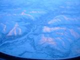 アラスカ上空、薄青の世界