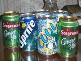 外国の缶ジュースって、日本と同じものもデザインが違ってたり新鮮。