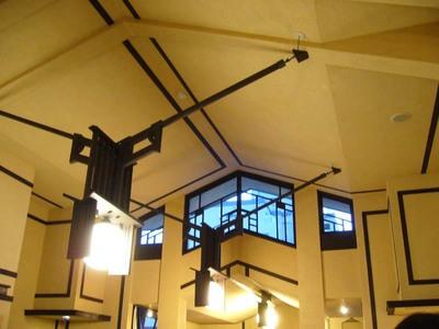 FLW:ホールの天井・明