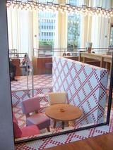 新丸ビルカフェ・赤いモザイク