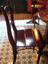 デカダンス・椅子も素敵です