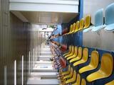 カラフル椅子。あえて横にするとより不思議空間。